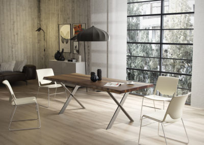 Stół do jadalni - eleganckie drewno orzechowe.