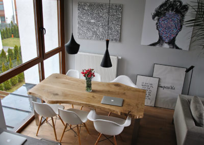 Stół do jadalni - Dąb szczotkowany lakierowany