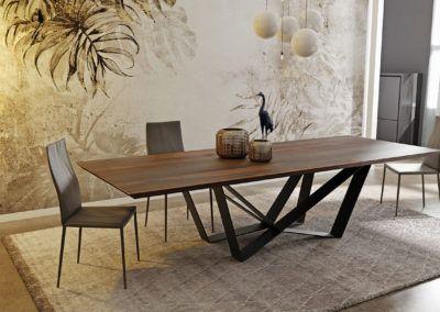 Stół Edder drewniany blat i unikalny design nóg