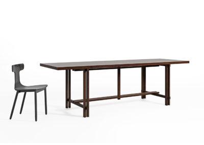 Piękny stół w skandynawskim stylu