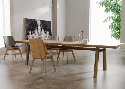 Masywny stół o lekkiej formie modern art